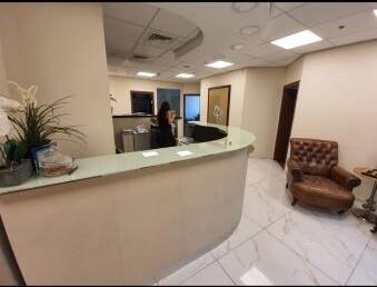 """390 מ""""ר משרד להשכרה במגדלי בסר, עמדת קבלה ורחבת המתנה"""