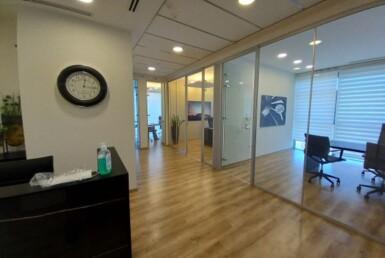 """236 מ""""ר משרדים מפוארים להשכרה בעזריאלי הרצליה, קבלה וחדרים"""