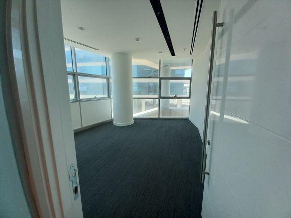 """410 מ""""ר משרד להשכרה בהרצליה פיתוח, רמת גימור גבוהה, חדר מיוחד"""