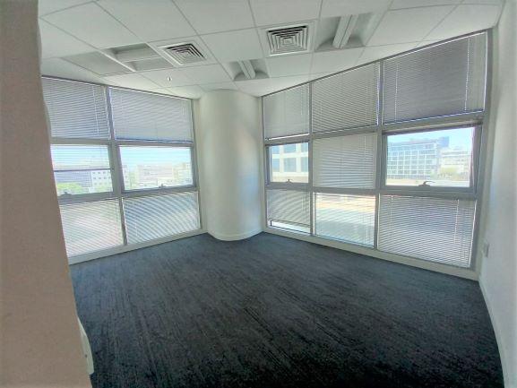 """410 מ""""ר משרד להשכרה בהרצליה פיתוח, רמת גימור גבוהה, חדר ישיבות"""