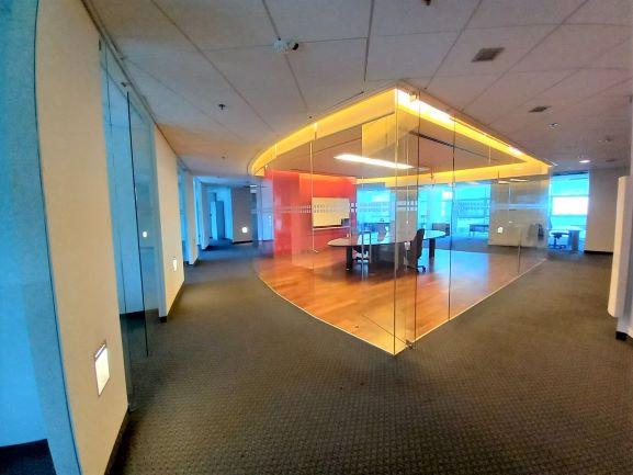 """700 מ""""ר מדרד מדהים ומפואר בהרצליה פיתוח, חדר ישיבות 2"""