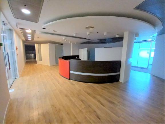 """1,400 מ""""ר משרד להשכרה במגדל פאר בהרצליה פיתוח, עמדת קבלה והמתנה"""