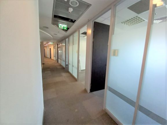 """1,400 מ""""ר משרד להשכרה במגדל פאר בהרצליה פיתוח, מסדרון"""