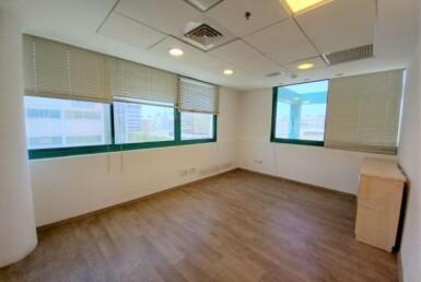 """300 מ""""ר משרד להשכרה בקרית מטלון, מטופח וזול, חדר עבודה"""