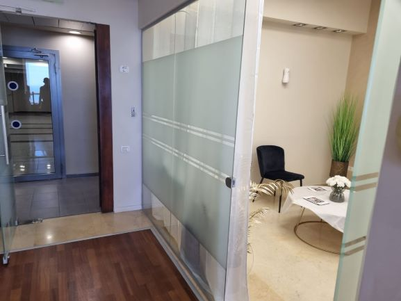 """144 מ""""ר משרדים להשכרה במגדל משה אביב, ק' גבוהה, מטופחים, חדר המתנה"""
