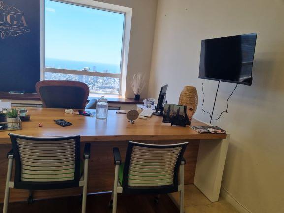 """144 מ""""ר משרדים להשכרה במגדל משה אביב, ק' גבוהה, מטופחים, חדר עבודה"""