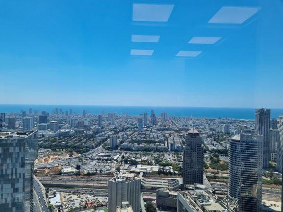"""144 מ""""ר משרדים להשכרה במגדל משה אביב, ק' גבוהה, מטופחים, נוף לים"""