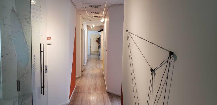 """144 מ""""ר משרדים להשכרה במגדל משה אביב, ק' גבוהה, מטופחים, מסדרון"""