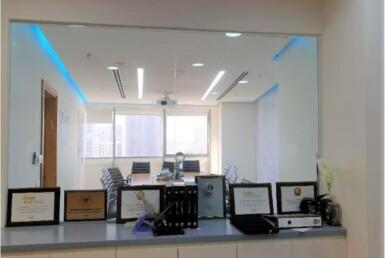 """222 מ""""ר משרד מטופח להשכרה באזור הבורסה ברמת גן, כניסה למשרד מול חדר ישיבות"""