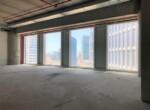 """180 מ""""ר משרדים במצב מעטפת במגדל חדש וחדיש, חלונות גדולים מתקרה לרצפה"""
