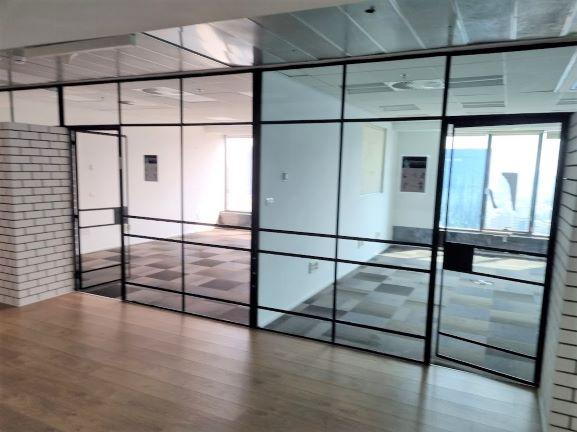 """374 מ""""ר במגדל מרכזיבת""""א משרד להשכרה בגימור מעולה, 2 חדרים, זכוכיות"""