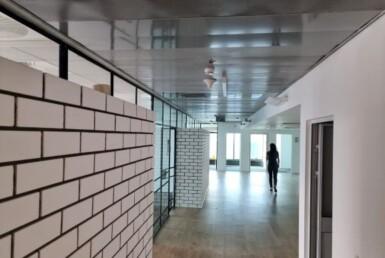 """374 מ""""ר במגדל מרכזיבת""""א משרד להשכרה בגימור מעולה, 2 חדרים, מסדרון"""