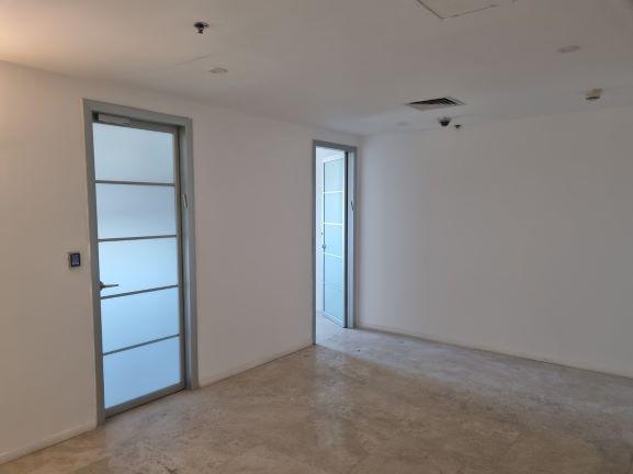 """300 מ""""ר משרד ייצוגי להשכרה במגדל מרכזי ברמת החייל, דלתות זכוכית"""