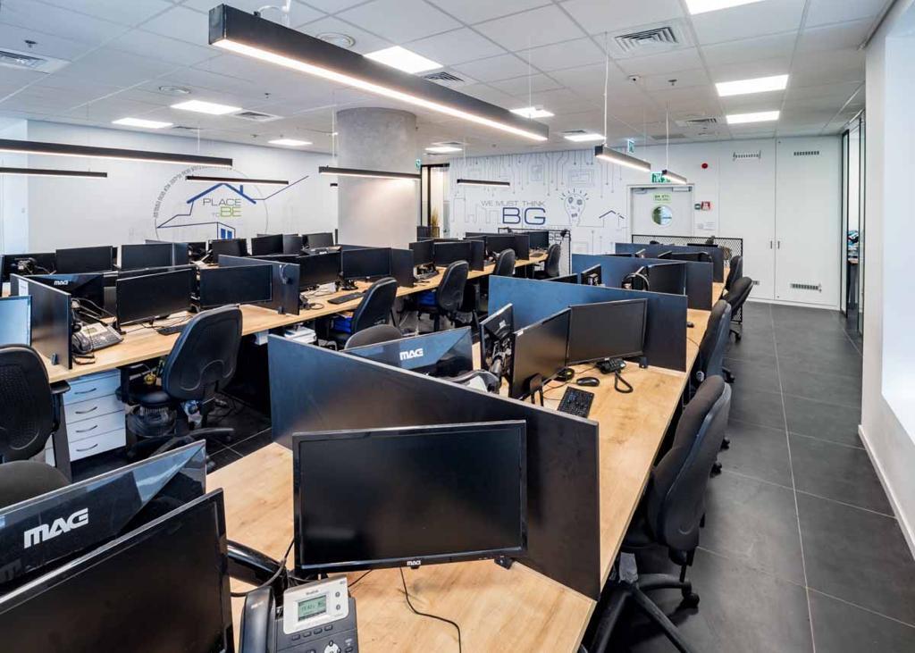 """890 מ""""ר, שני משרדים ברמת כניסה עם אופציה להתאמות ושיפורים, אופן ספייס קטן"""