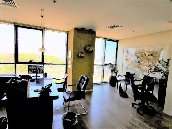 """320 מ""""ר משרד יפייפה במגדלי בסר המבוקשים ביותר, משקיף לפארק, עמדות קבלה והמתנה"""
