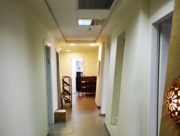"""320 מ""""ר משרד יפייפה במגדלי בסר המבוקשים ביותר, משקיף לפארק, מסדרון 2"""