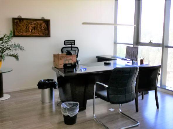 """320 מ""""ר משרד יפייפה במגדלי בסר המבוקשים ביותר, משקיף לפארק, חדר עבודה"""