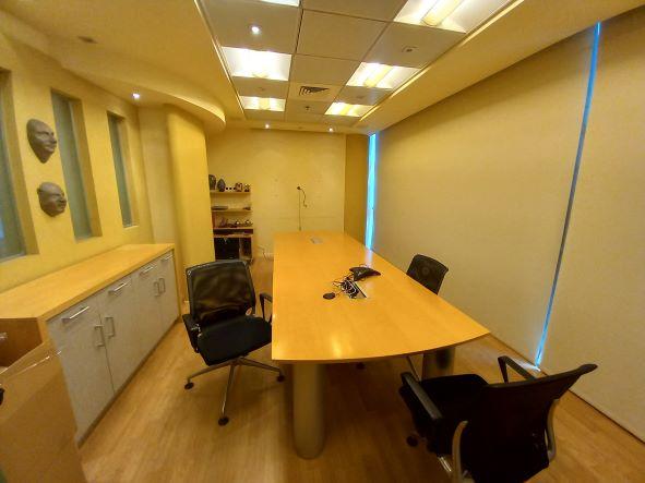 """500 מ""""ר משרד להשכרה בהרצליה פיתוח, מושקע ומעוצב, חדר ישיבות"""