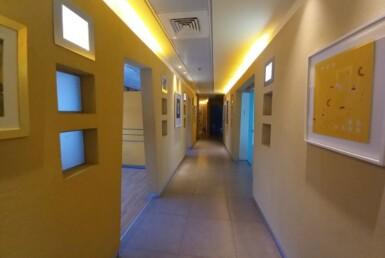 """500 מ""""ר משרד להשכרה בהרצליה פיתוח, מושקע ומעוצב, מסדרון"""