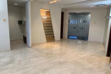 """145 מ""""ר משרד מטופח בגימור גבוה בק' גבוהה במגדל משה אביב, כניסה"""