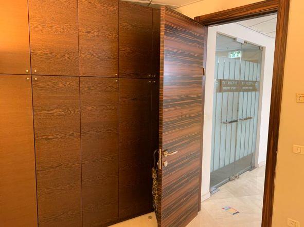 """145 מ""""ר משרד מטופח בגימור גבוה בק' גבוהה במגדל משה אביב, דלת כניסה"""