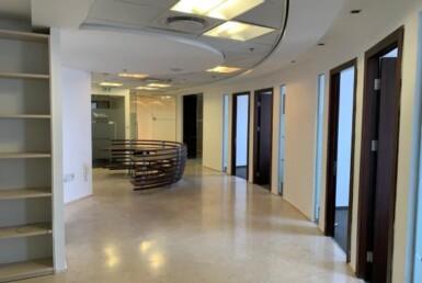 """265 מ""""ר משרד מטופח בגימור גבוה, בקומה גבוהה במגדל משה אביב, מסדרון"""
