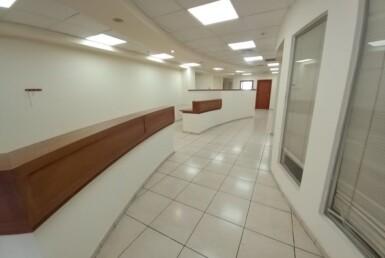 """340 מ""""ר משרד להשכרה מטופח בק. ספיר נתניה, אזור התעשיה, מסדרון ועמדת קבלה"""