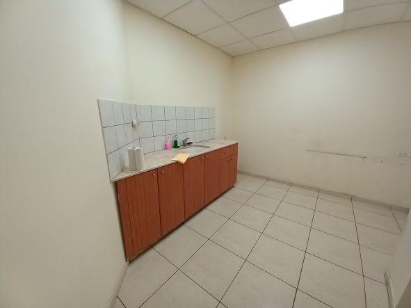 """340 מ""""ר משרד להשכרה מטופח בק. ספיר נתניה, אזור התעשיה, מטבחון"""