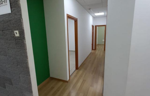 """185 מ""""ר משרדים אטרקטיבים בקרית אריה פ""""ת, משופצים ומחודשים לגמרי, הכל חדש, מסדרון"""