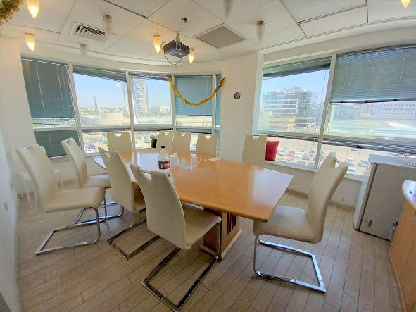 """350 מ""""ר משרד להשכרה בקרית מטלון פ""""ת מטופח בגימור מעולה, חדר ישיבות"""