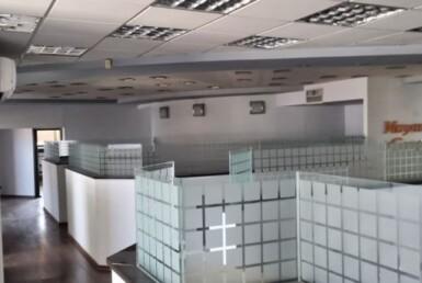"""670 מ""""ר משרד להשכרה באזור הבורסה בר""""ג, רמת גימור גבוהה, אופן ספייס עם מחיצות זכוכית"""