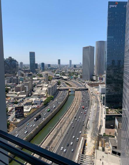 """375 מ""""ר משרד להשכרה, במגדל מרכזי בת""""א, ניתן לחלוקה ל- 125 -250 מ""""ר, ק' גבוהה, נוף לים"""