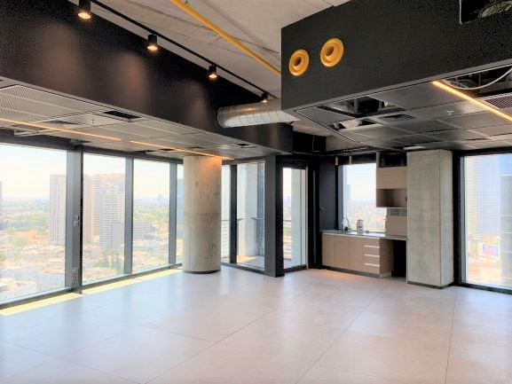 """375 מ""""ר משרד להשכרה, במגדל מרכזי בת""""א, ניתן לחלוקה ל- 125 -250 מ""""ר, ק' גבוהה, נוף לים, אופן ספייס 5"""