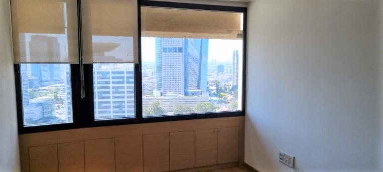 """483 מ""""ר משרד להשכרה במגדל מרכזי ליד בית משפט השלום ת""""א, חדר עם נוף"""