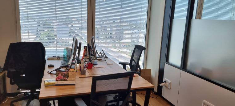 """1200 מ""""ר קומה להשכרה בהדמיה מגדל חדש בת""""א, מחולק ל-210 עמדות עבודה, חדר עבודה 2"""