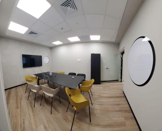 """155 מ""""ר משרד להשכרה מטופח, גימור גבוה, חדרי זכוכית, חדר עבודה"""