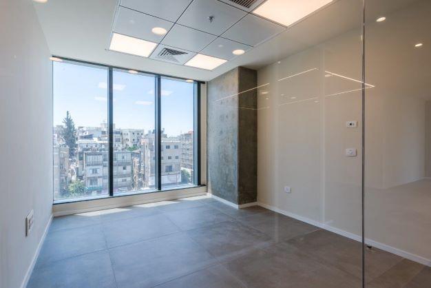 """200 מ""""ר משרד להשכרה במגדל חדש בגזרת בסר, אופן ספייס, חדר עבודה עם נוף"""