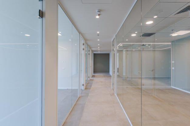 """200 מ""""ר משרד להשכרה במגדל חדש בגזרת בסר, מסדרון"""