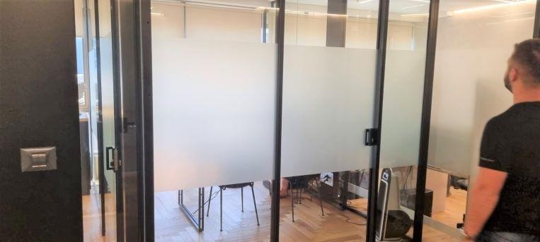 """285 מ""""ר משרד מטופח להשכרה בק' גבוהה, קירות ומחיצות זכוכית"""
