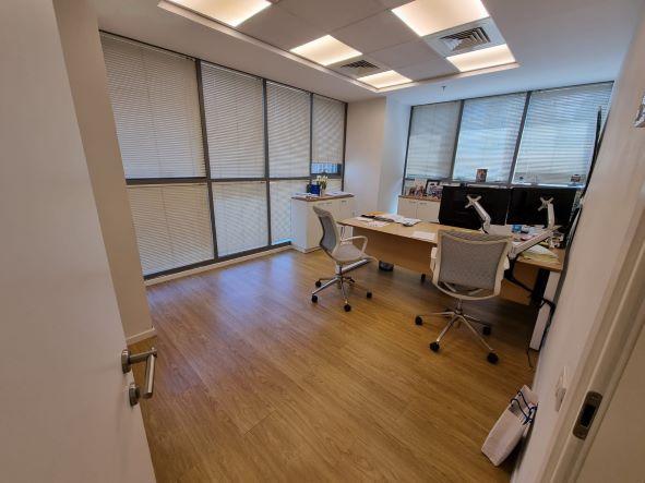 """540 מ""""ר משרד מטופח להשכרה בבנין בוטיק בבורסה בר""""ג, חדר עבודה גדול"""
