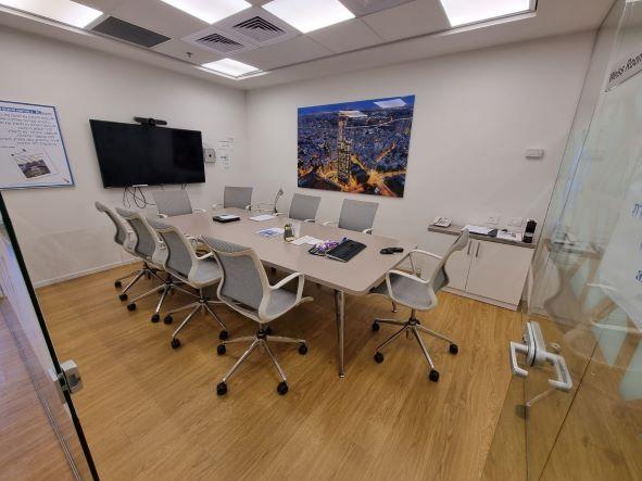 """540 מ""""ר משרד מטופח להשכרה בבנין בוטיק בבורסה בר""""ג, חדר ישיבות"""