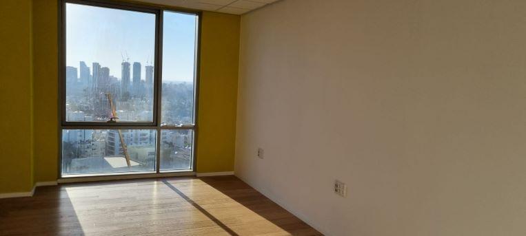 """550 מ""""ר משרד להשכרה במגדל מרכזי בגזרת בסר, חדר עבודה עם נוף"""